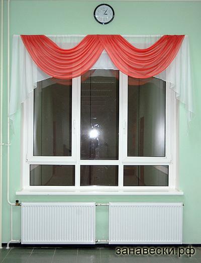 Дизайн окна в холле
